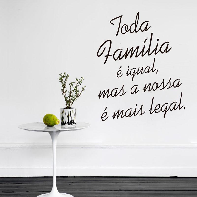 Adesivo Decorativo de Parede Nossa Família é Mais Legal...