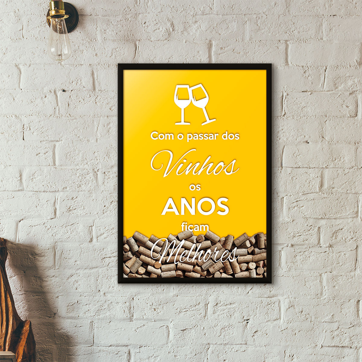 """Quadro Porta Rolhas de Vinho - """"Como o Passar dos Vinhos os Anos Ficam Melhores"""" (Moldura Preta) - Fundo Amarelo"""