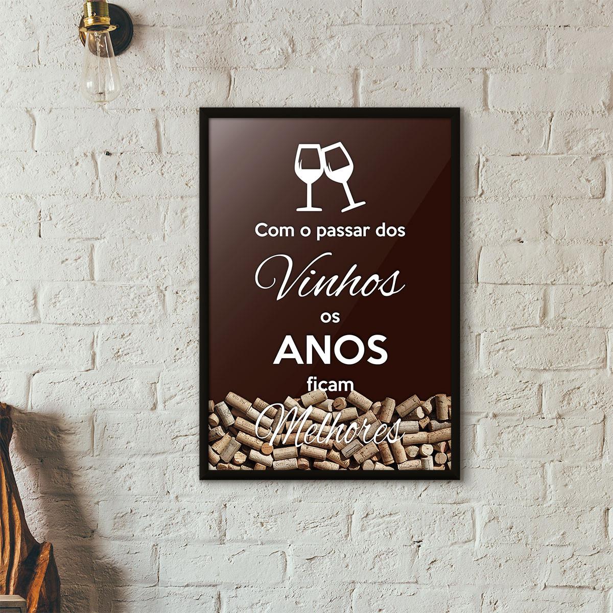"""Quadro Porta Rolhas de Vinho - """"Como o Passar dos Vinhos os Anos Ficam Melhores"""" (Moldura Preta) - Fundo Marrom"""