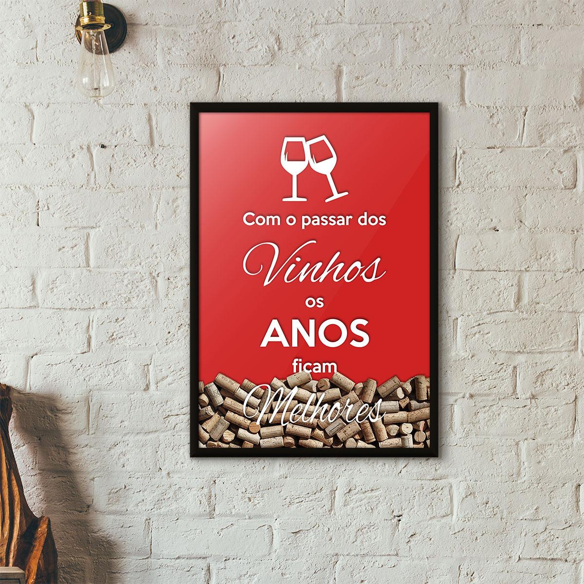 """Quadro Porta Rolhas de Vinho - """"Como o Passar dos Vinhos os Anos Ficam Melhores"""" (Moldura Preta) - Fundo Vermelho"""