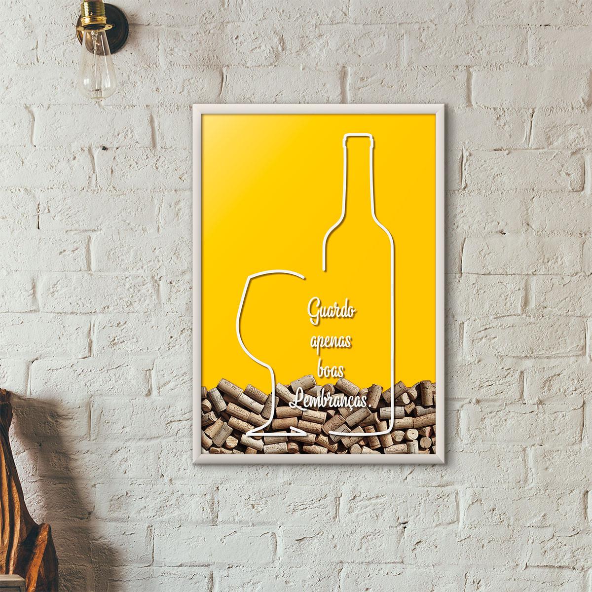 """Quadro Porta Rolhas de Vinho - """"Guardo Apenas Boas Lembranças"""" (Moldura Branca) - Fundo Amarelo"""
