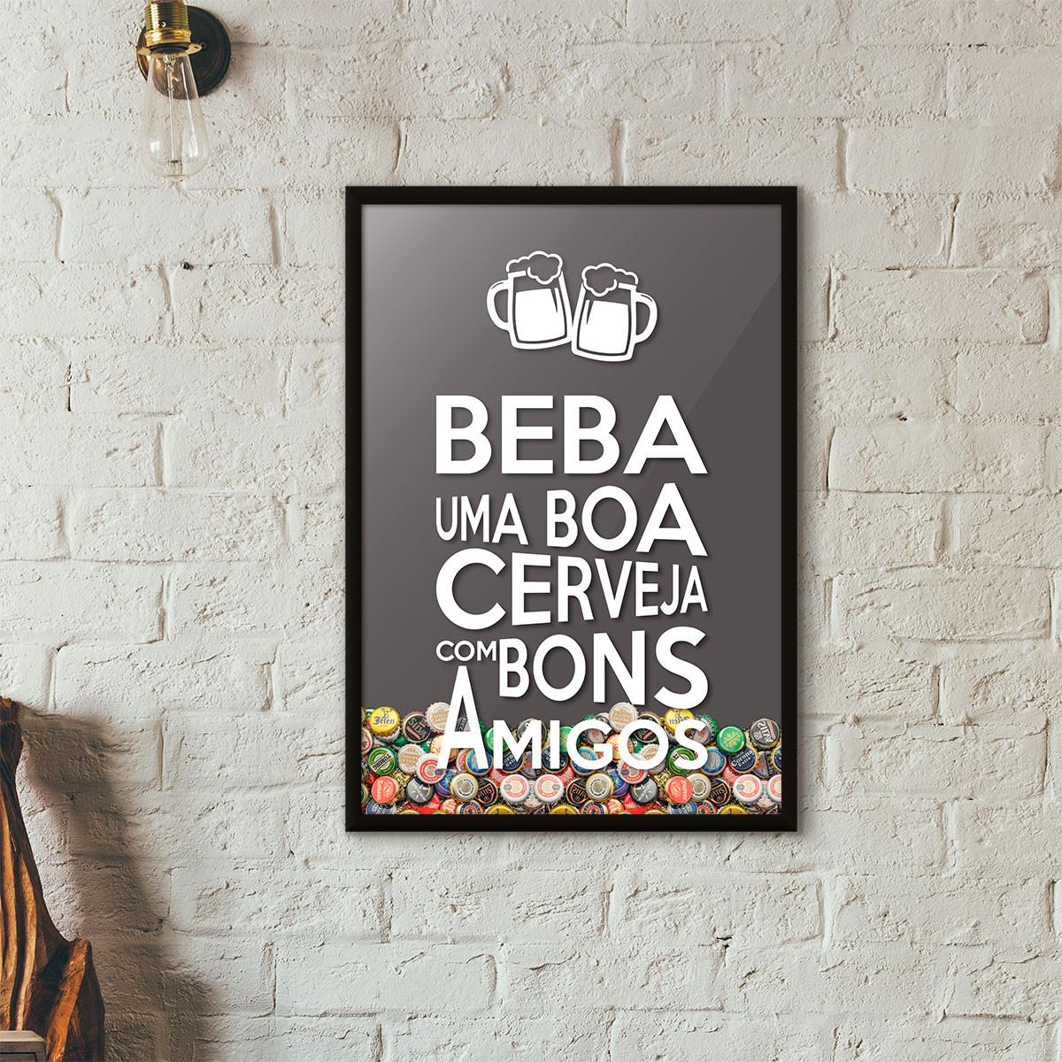 """Quadro Porta Tampinhas de Cerveja - """"Beba Uma Boa Cerveja Com Bons Amigos"""" (Moldura Preta) - Fundo Cinza"""