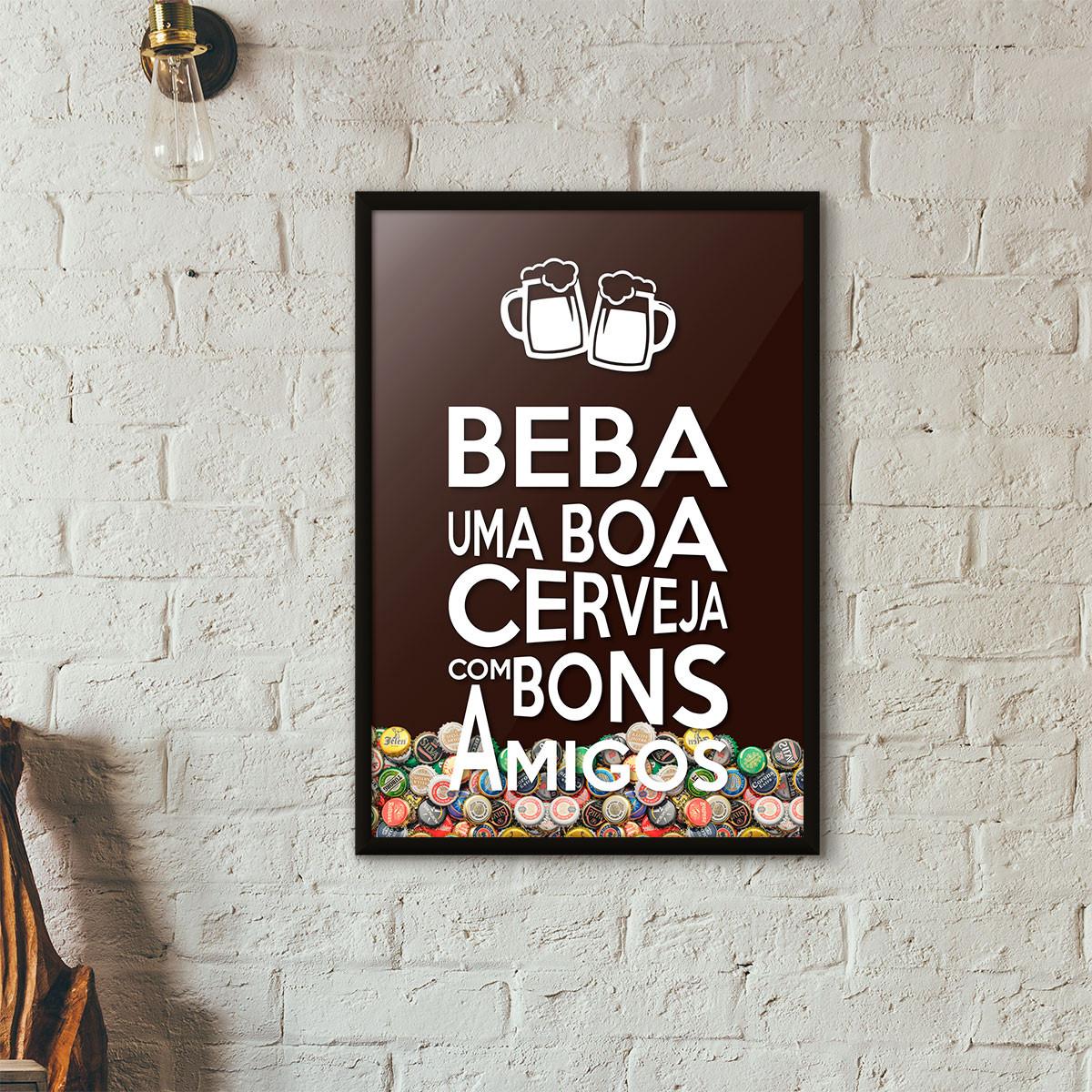 """Quadro Porta Tampinhas de Cerveja - """"Beba Uma Boa Cerveja Com Bons Amigos"""" (Moldura Preta) - Fundo Marrom"""