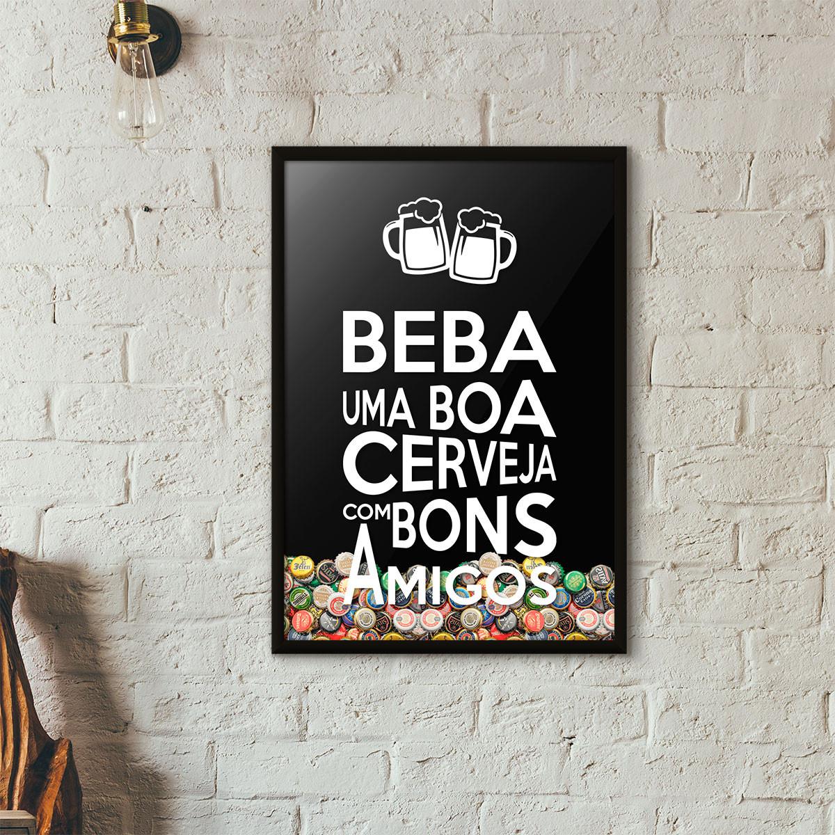 """Quadro Porta Tampinhas de Cerveja - """"Beba Uma Boa Cerveja Com Bons Amigos"""" (Moldura Preta) - Fundo Preto"""