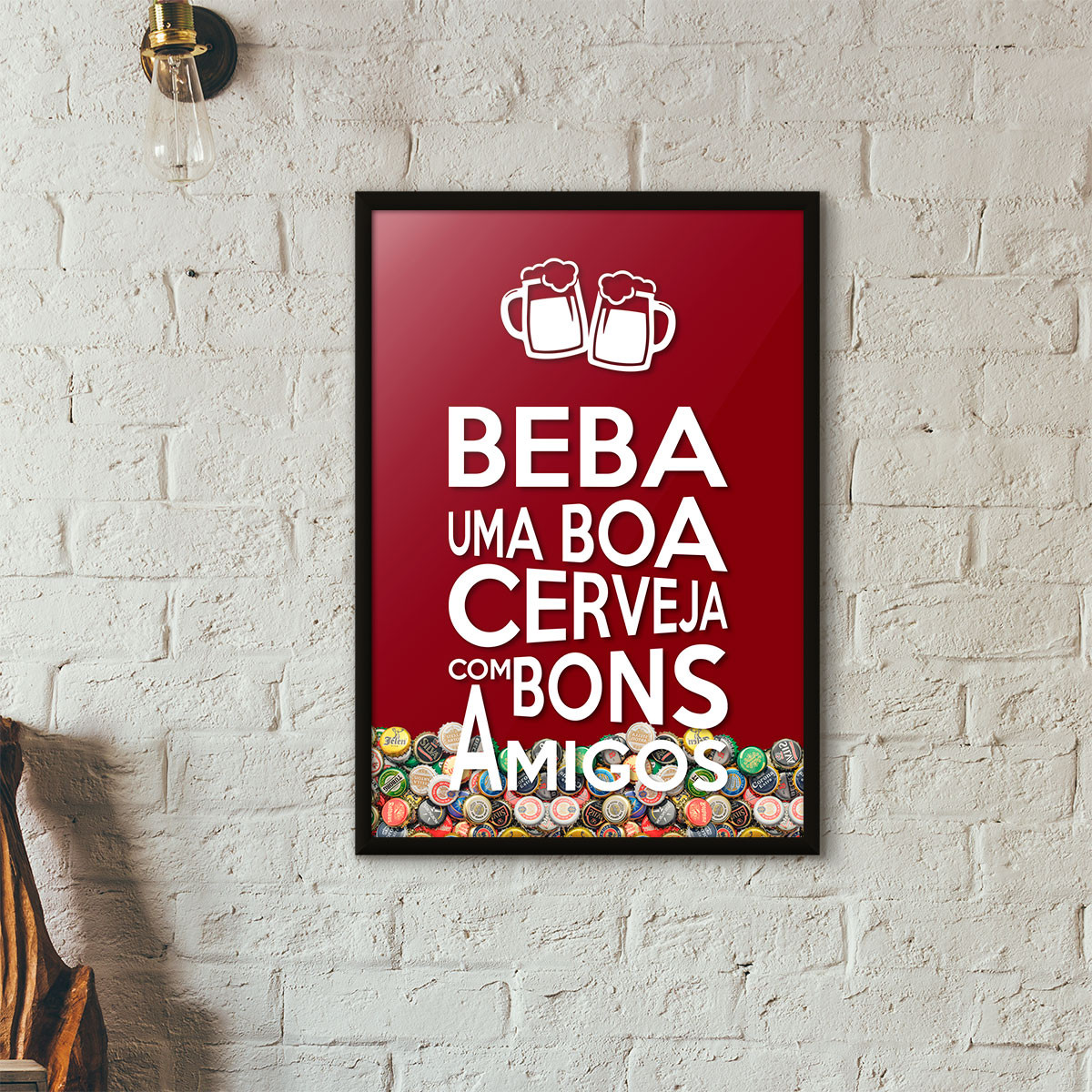 """Quadro Porta Tampinhas de Cerveja - """"Beba Uma Boa Cerveja Com Bons Amigos"""" (Moldura Preta) - Fundo Vinho"""