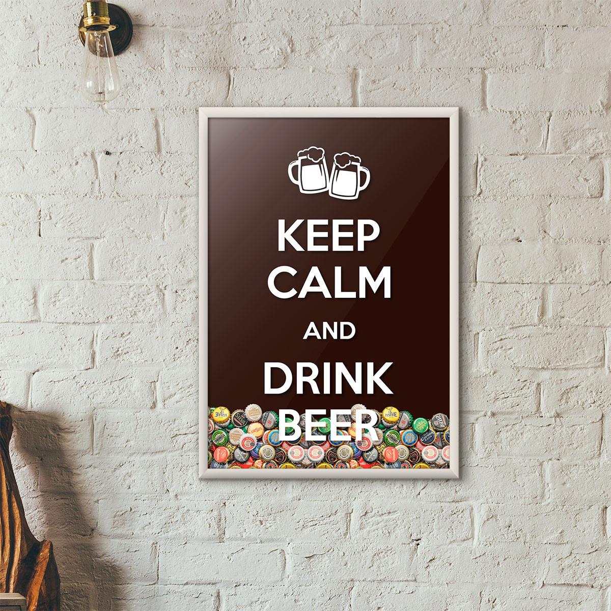 """Quadro Porta Tampinhas de Cerveja - """"Keep Calm And Drink Beer"""" (Moldura Branca) - Fundo Marrom"""