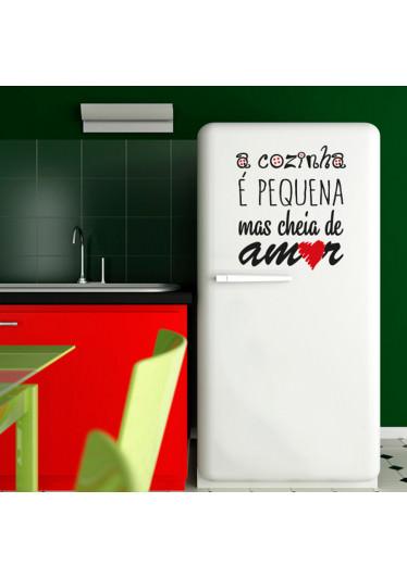 """Adesivo de Parede """"A Cozinha é Pequena, Mas Cheia de Amor"""""""