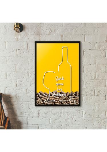 """Quadro Porta Rolhas de Vinho - """"Guardo Apenas Boas Lembranças"""" (Moldura Preta) - Fundo Amarelo"""