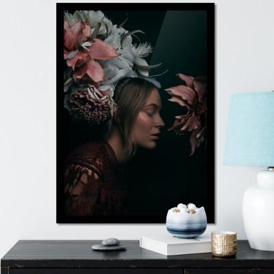 Quadro Decorativo com Moldura e Imagem Mulher Flores no Cabelo