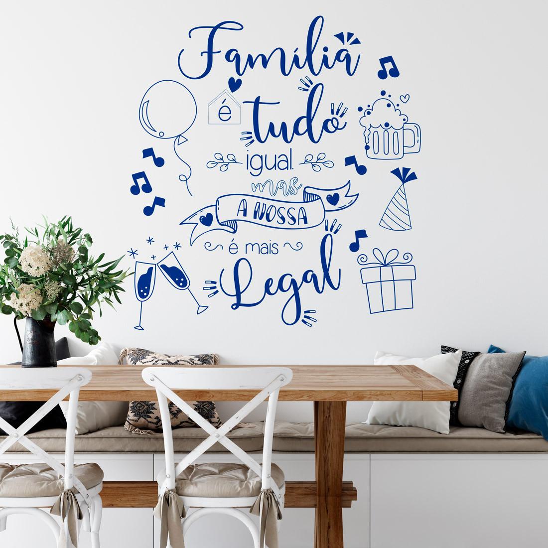Adesivo de Parede Lettering Toda Família é Igual