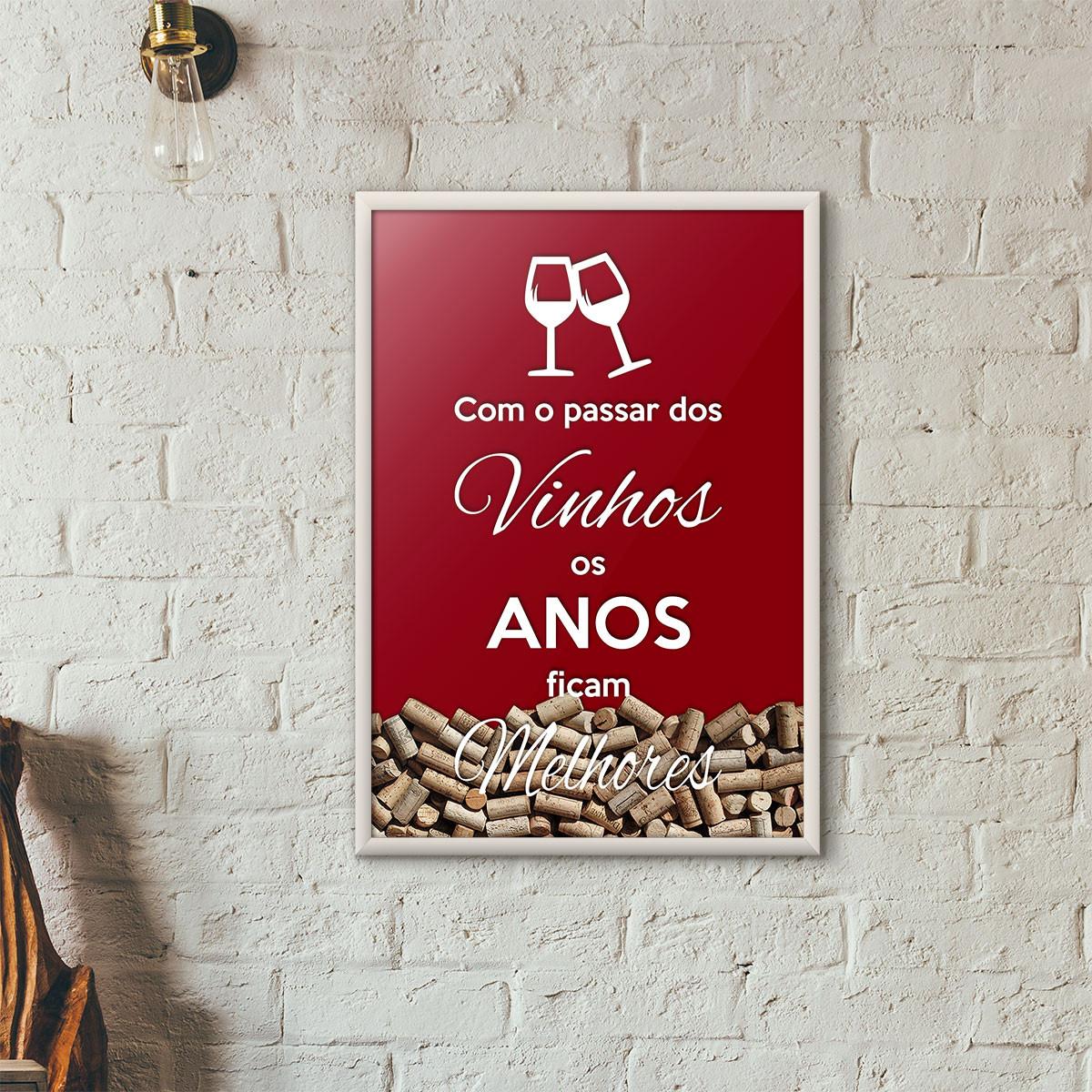 """Quadro Porta Rolhas de Vinho - """"Como o Passar dos Vinhos os Anos Ficam Melhores"""" (Moldura Branca) - Fundo Vinho"""