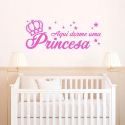 """Adesivo de Parede """"Aqui Dorme uma Princesa"""""""